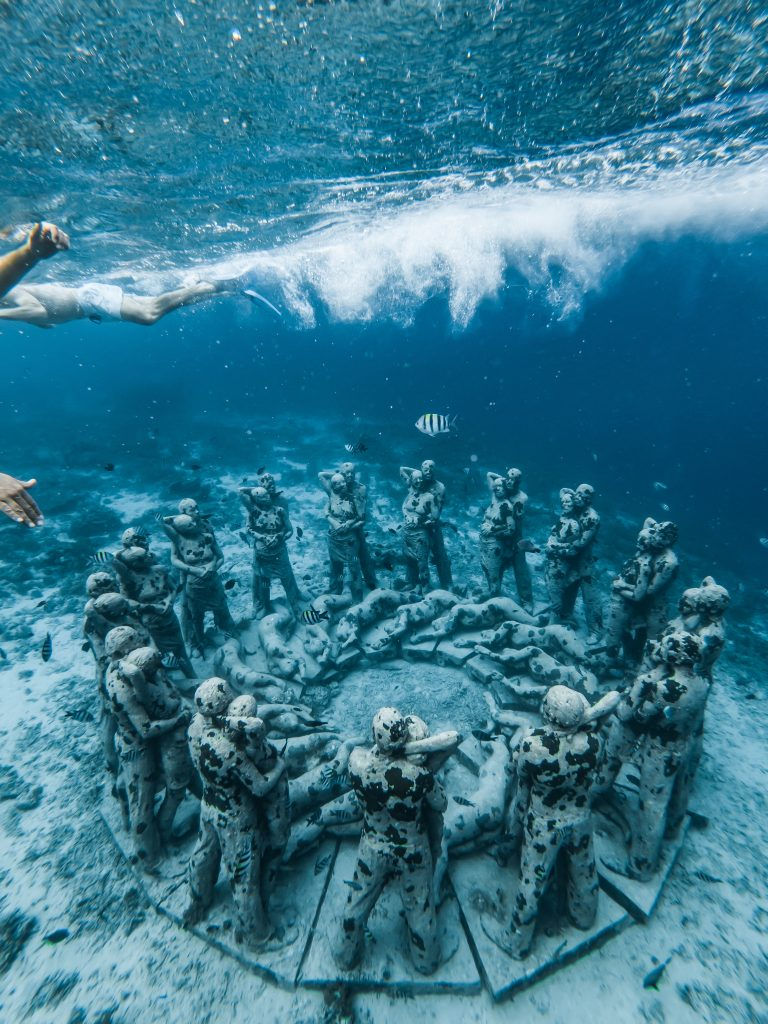 Underwater statues located in Gili Meno (image courtesy of Stijn Dijkstra)